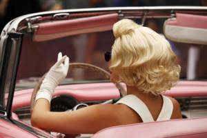 HOLLYWOOD - SEPTEMBER 17, 2011: Blond girl model like Marilyn Monroe in car on 17 September in 2011 in the Universal Studios Hollywood.